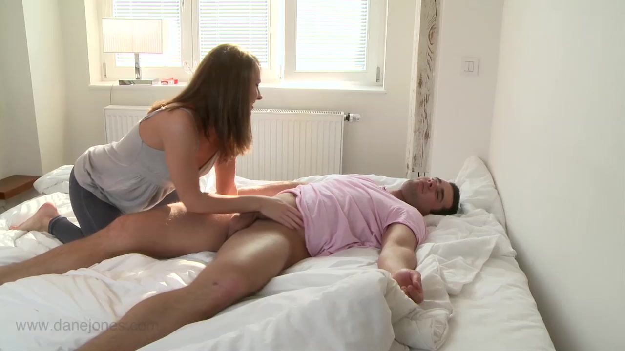 Orgasms XXX video: naked Sienna hills blowjob video