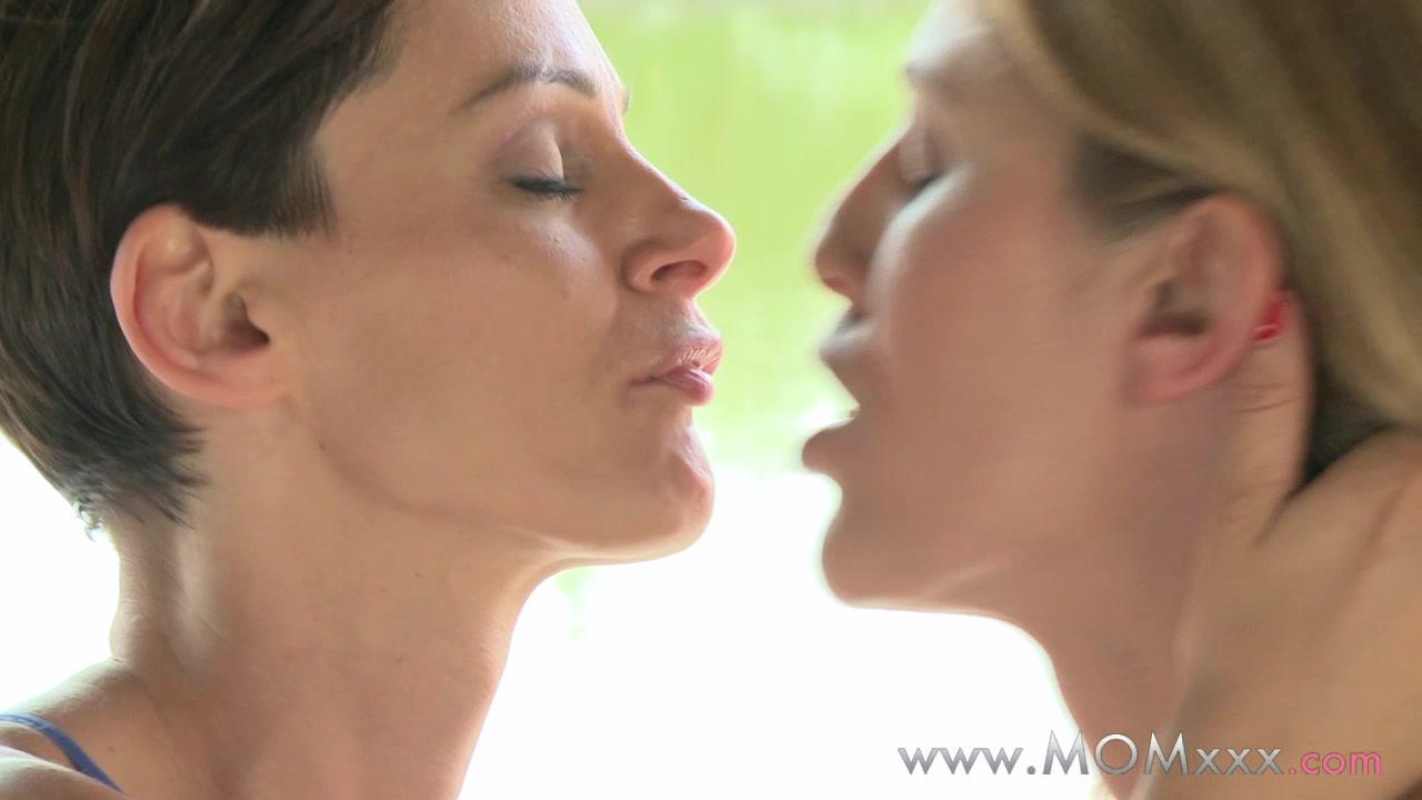 Лесбиянки громкий оргазм