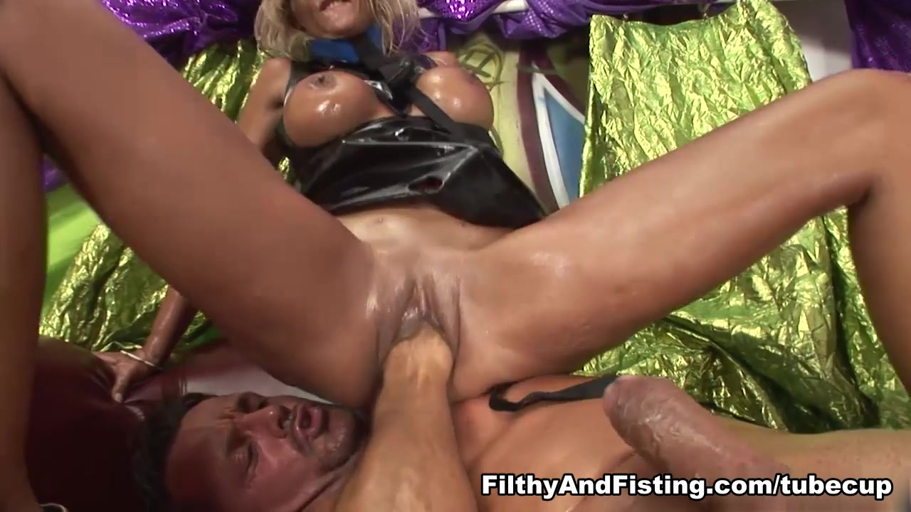 Klarisa Leone in Klarisa Leone Fists Her Pussy Inside Out - FilthyAndFisting Pepper Payne