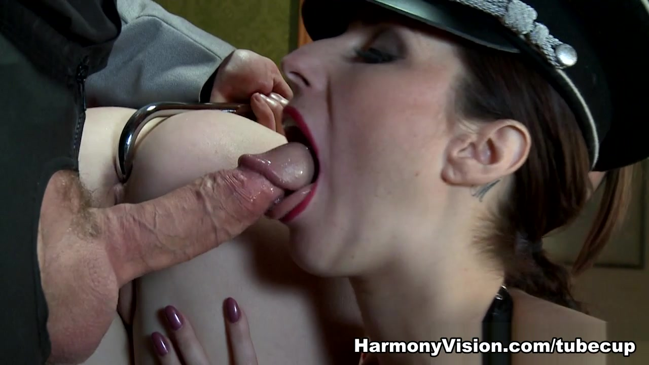 Paige Turnah & Samantha Bentley In Ass Stretching Threesome – HarmonyVision