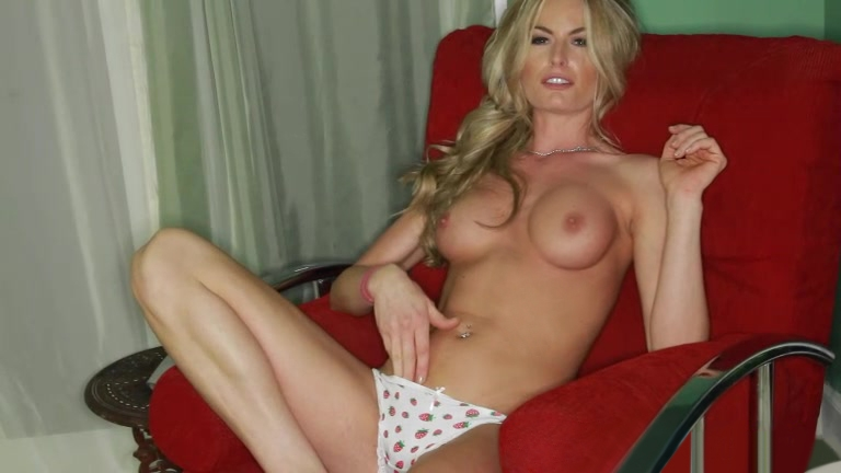 Beautiful Elena showing her on camera Does match charge all at once