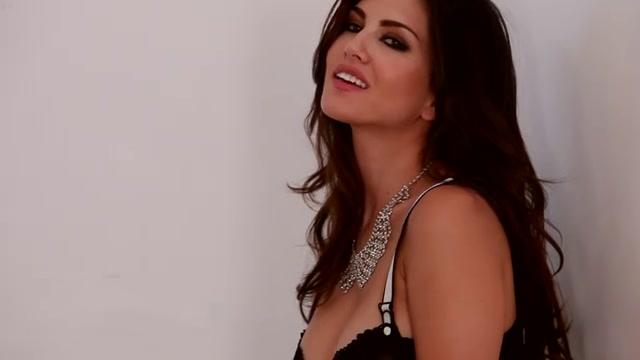 Sunny Leone spreading in lingerie hot black mature women clips
