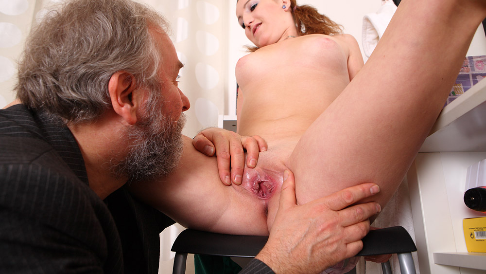 old-man-eating-young-girls-pussy