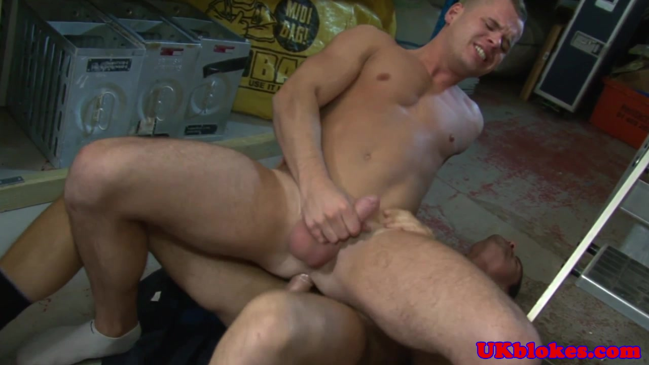 UK stud Jay Roberts nails Diesel O Green amateur free porn video