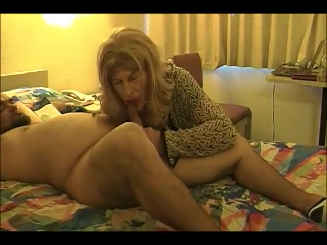 TAMMY FELLATRIX SERVICES STIFF DICK DANNY 40283 Easygoing Blondie Gives Head To Two Guys