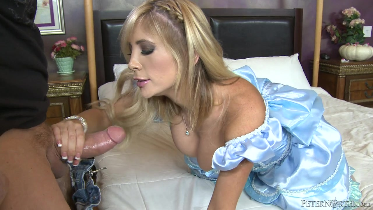 Sizzling blonde hoe nailed in the face