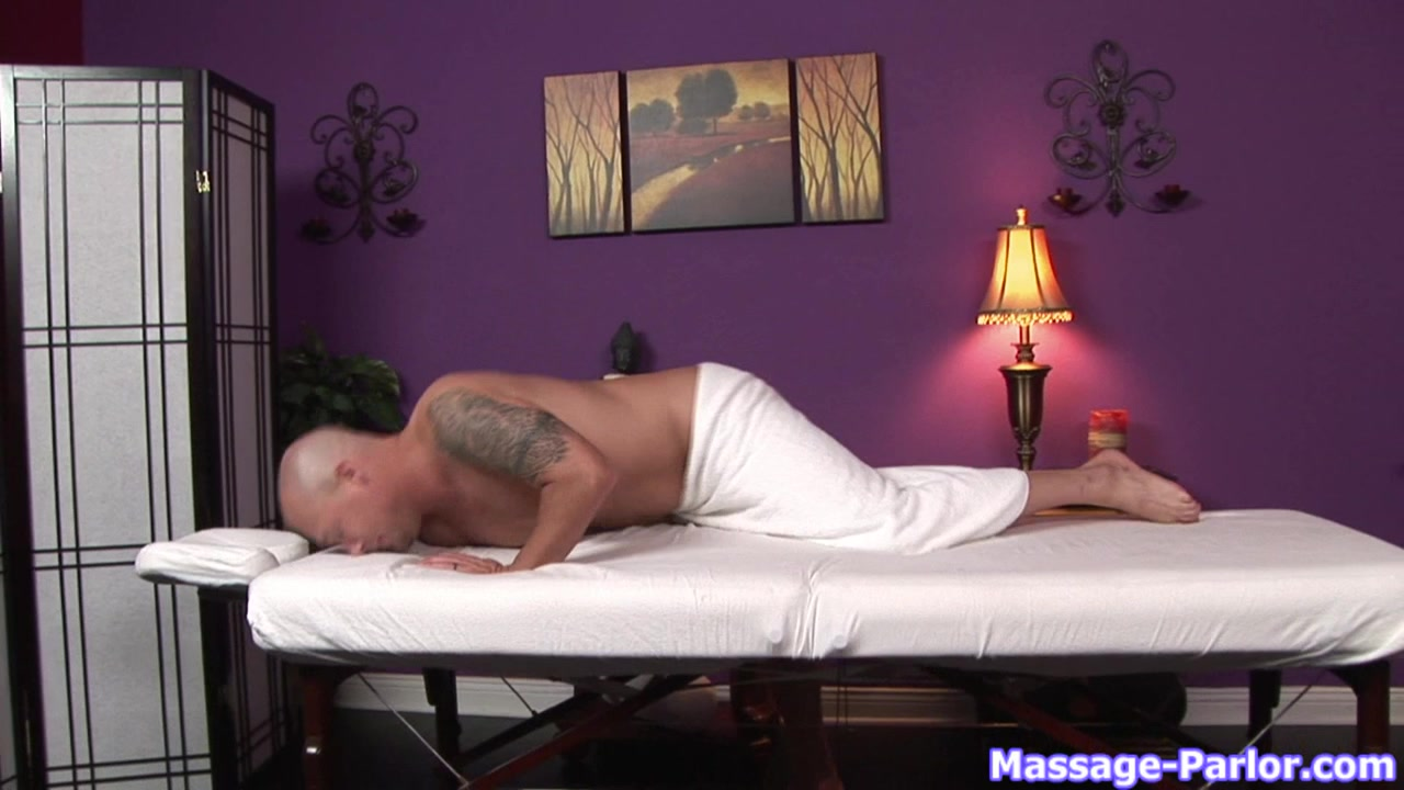 Massage-Parlor: The Pizza Guy her friends and my cock