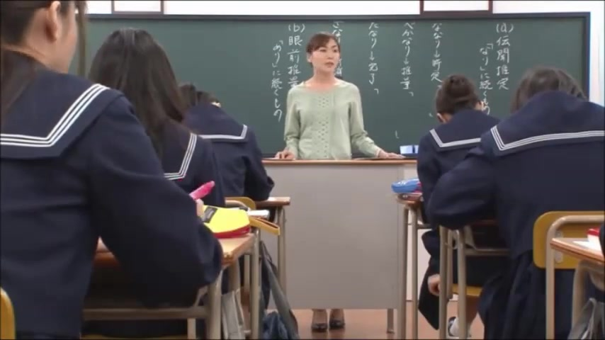 Japanese teacher gives a valuable lesson Exercises to prevent turkey neck