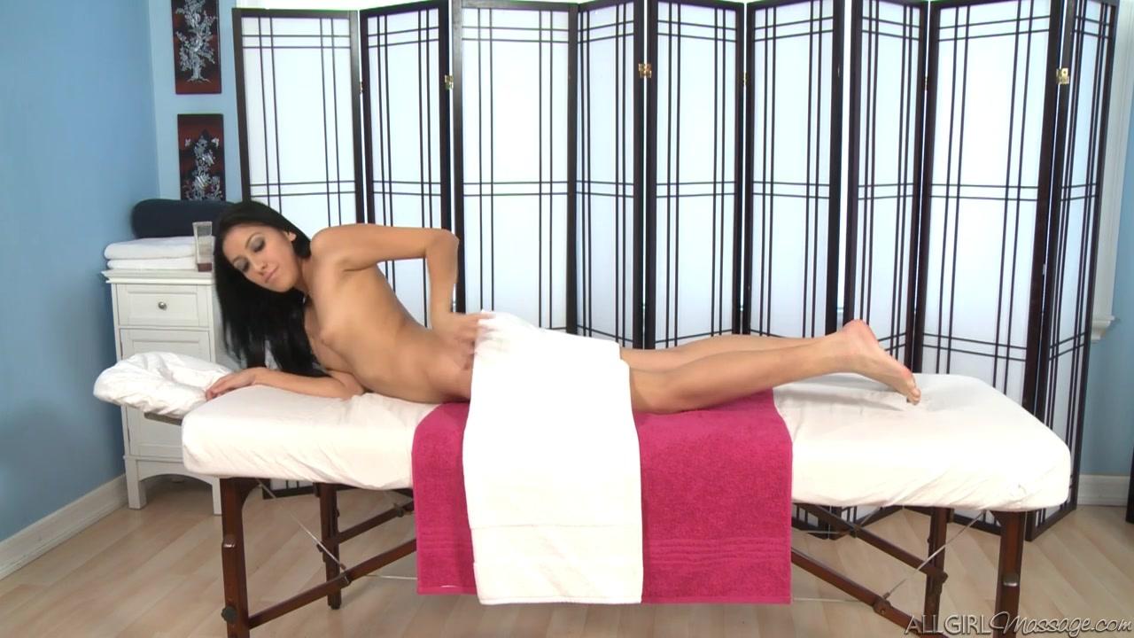 Retail Stress nude girl with beautiful feet