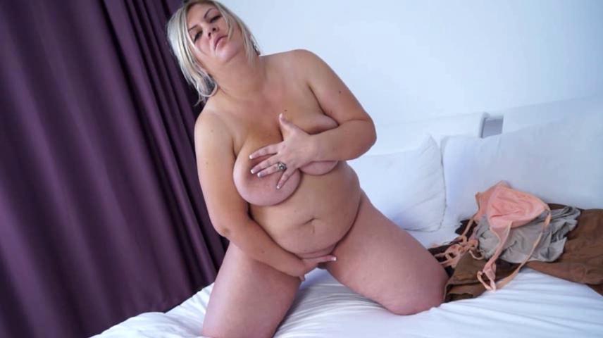 Carol is a blonde plump whore enjoys masturbation sex one video download
