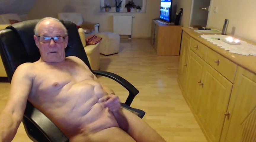 Ich liebe es nackt zu sein und zu wischsen bis der saft kommt Blaked Xxx Moviez