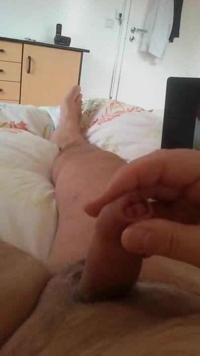 Geil gewichst und super gespritzt cumlover Teen sitter offering great bonus