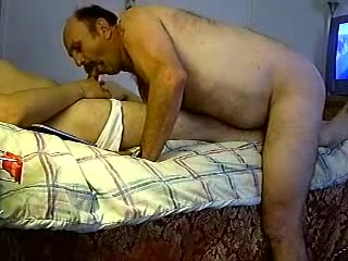 Daddy bear sucking and fucking 2 xxx milf take my cum