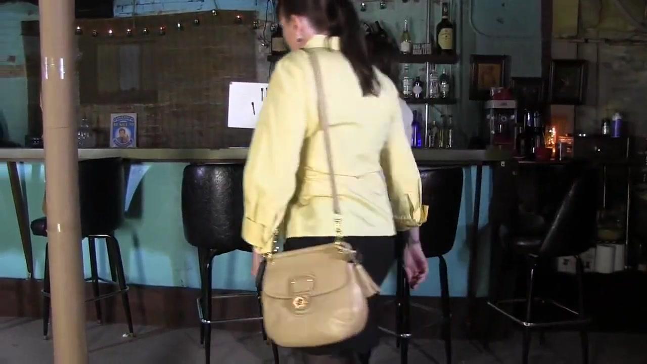 2 women in bar Zshare Deepthroat Blogspot