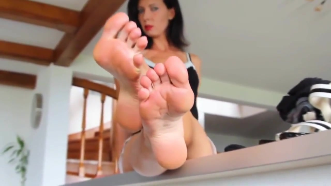 Mature babe shows her feet asian kung fu guitar