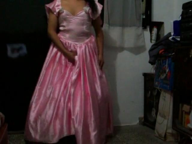 Con mi nuevo vestido de 15. Gracias erica preciosa por venderme tu hermoso vestido de 15 para hacerme sentir una princesita. hand job carrie moon