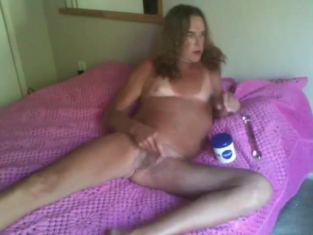 Liz pink lipstick Cfnm lesbian gets cumshot from voyeur guy