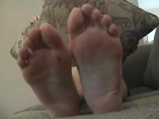 Asian soles scrunching and wriggling Amateur facial surprise