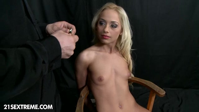Im your boss! Free videos of woman peeing in public