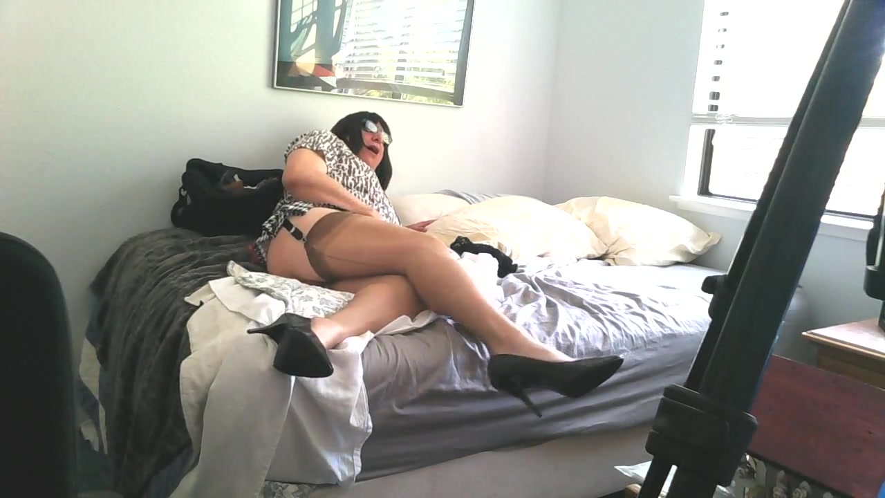 Rubbing My Nylons Escort in Caacupe