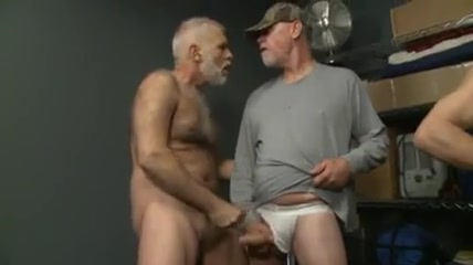 Dallas and friends Pissing golden showers movies