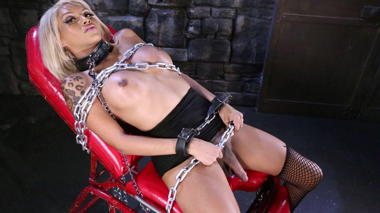 Порнуха с наручниками трансвестит