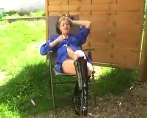 Mastubieren im garten Granny pantes