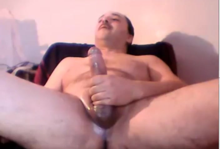 Masturbating Turkey-Turkish Daddy Hasan Cums Big Load using keyboard symbols to make pictures