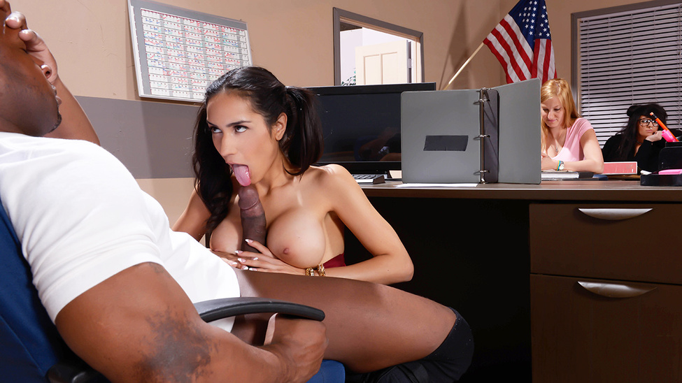 Tia Cyrus & Prince Yashua in My Phys Ed Teacher Fucked My Tits - Brazzers Ways to tell if someone is cheating