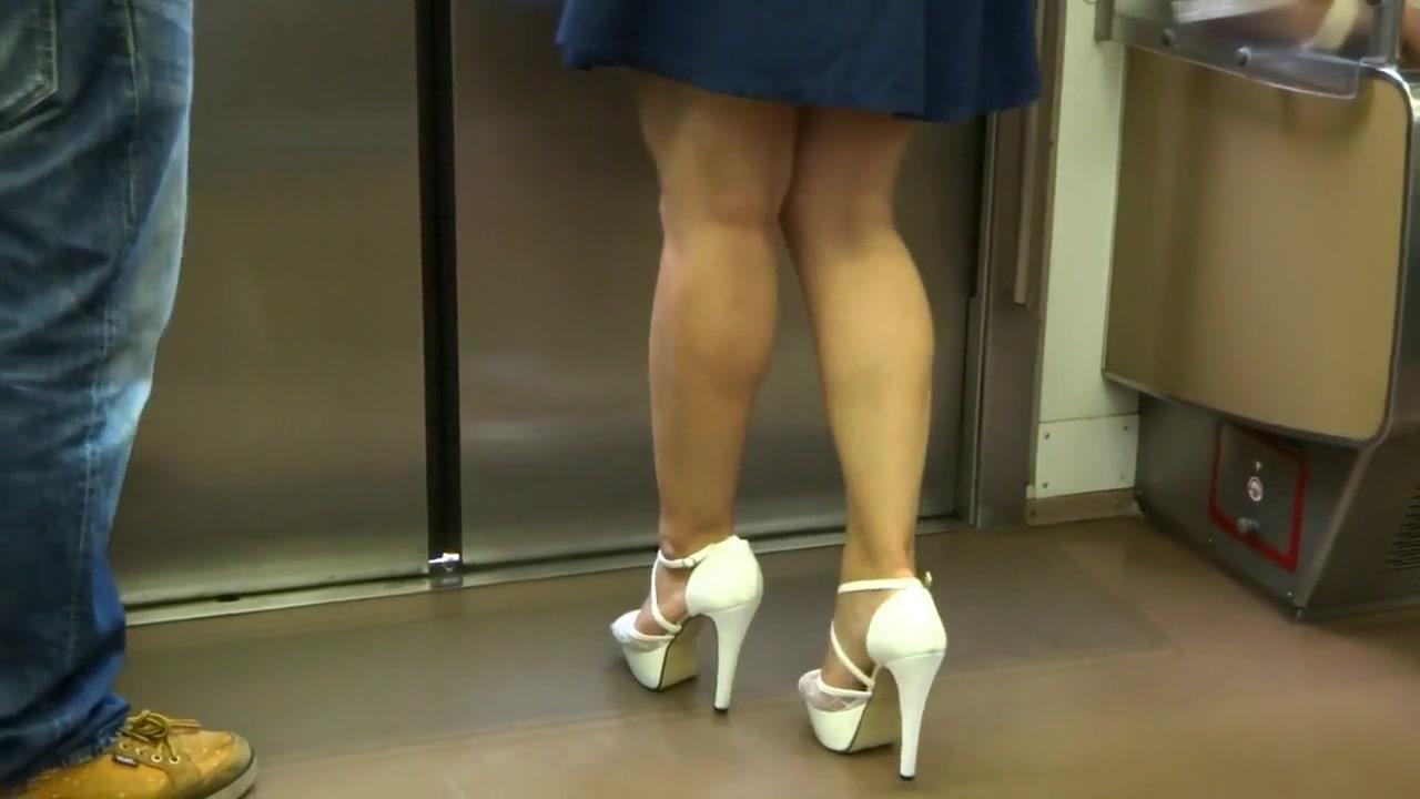Sexy Legs Walk 018