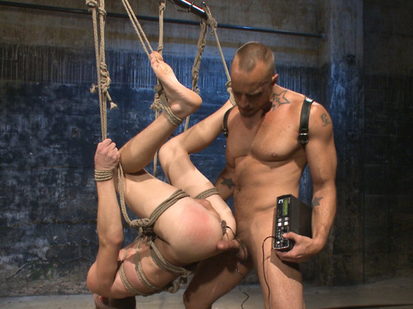 BDSM Virgin tormented with electricity and fucked in suspension conteggio carte black jack