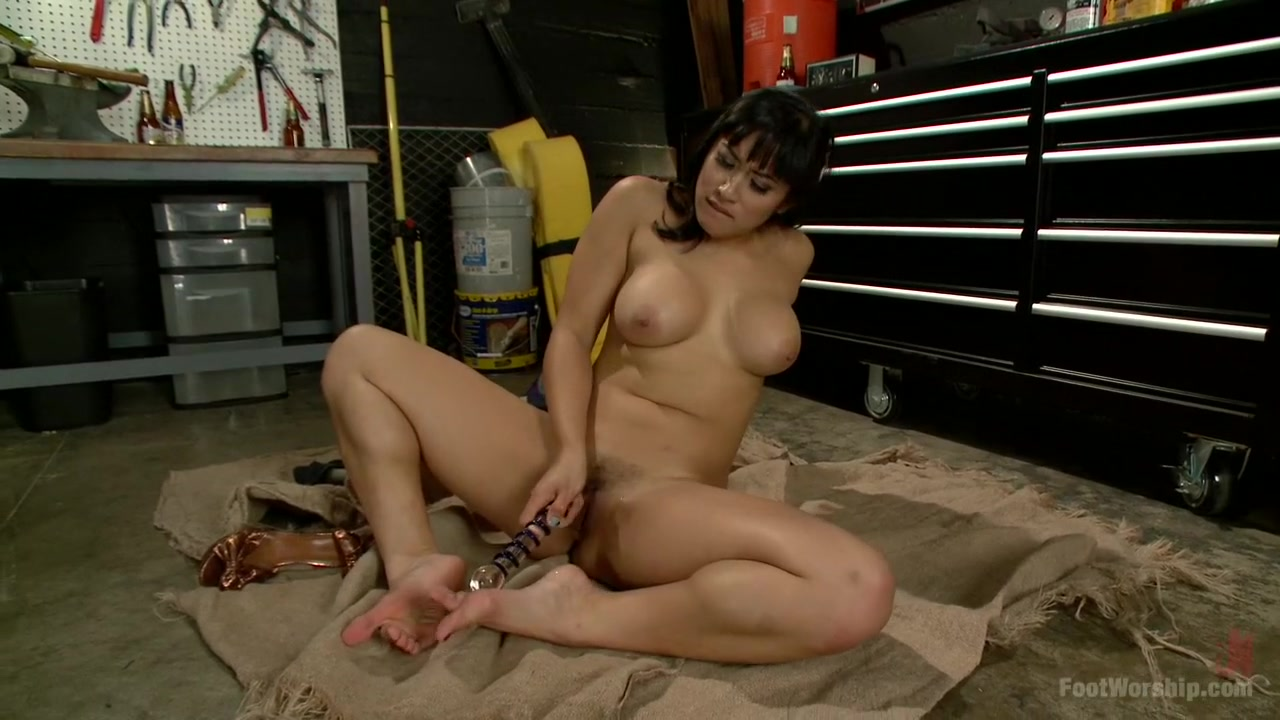 Mia Li Sneaks Into the Garage to Give a Foot Job Extremely Tight Vagina Porn