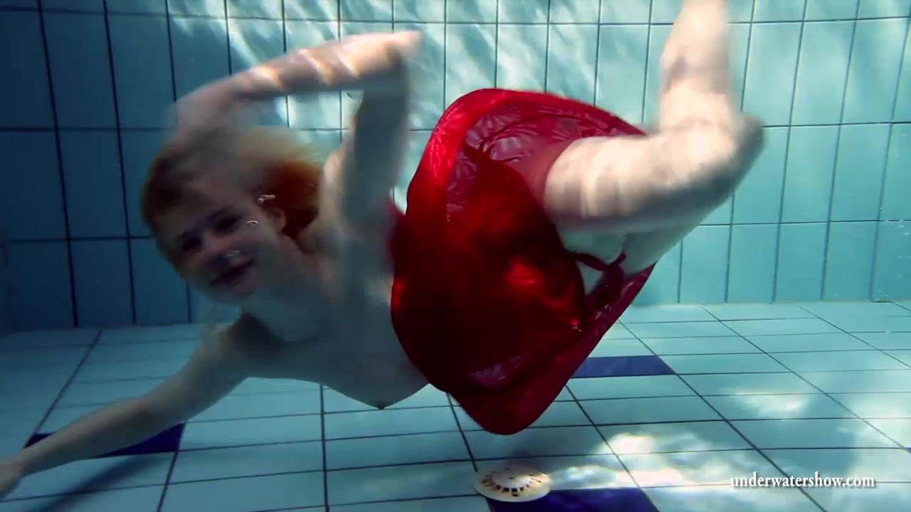UnderwaterShow Video: Lucie Orgasm girl verison two