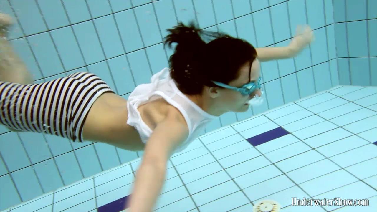 UnderwaterShow Video: Vera in the pool naked women haveing sex