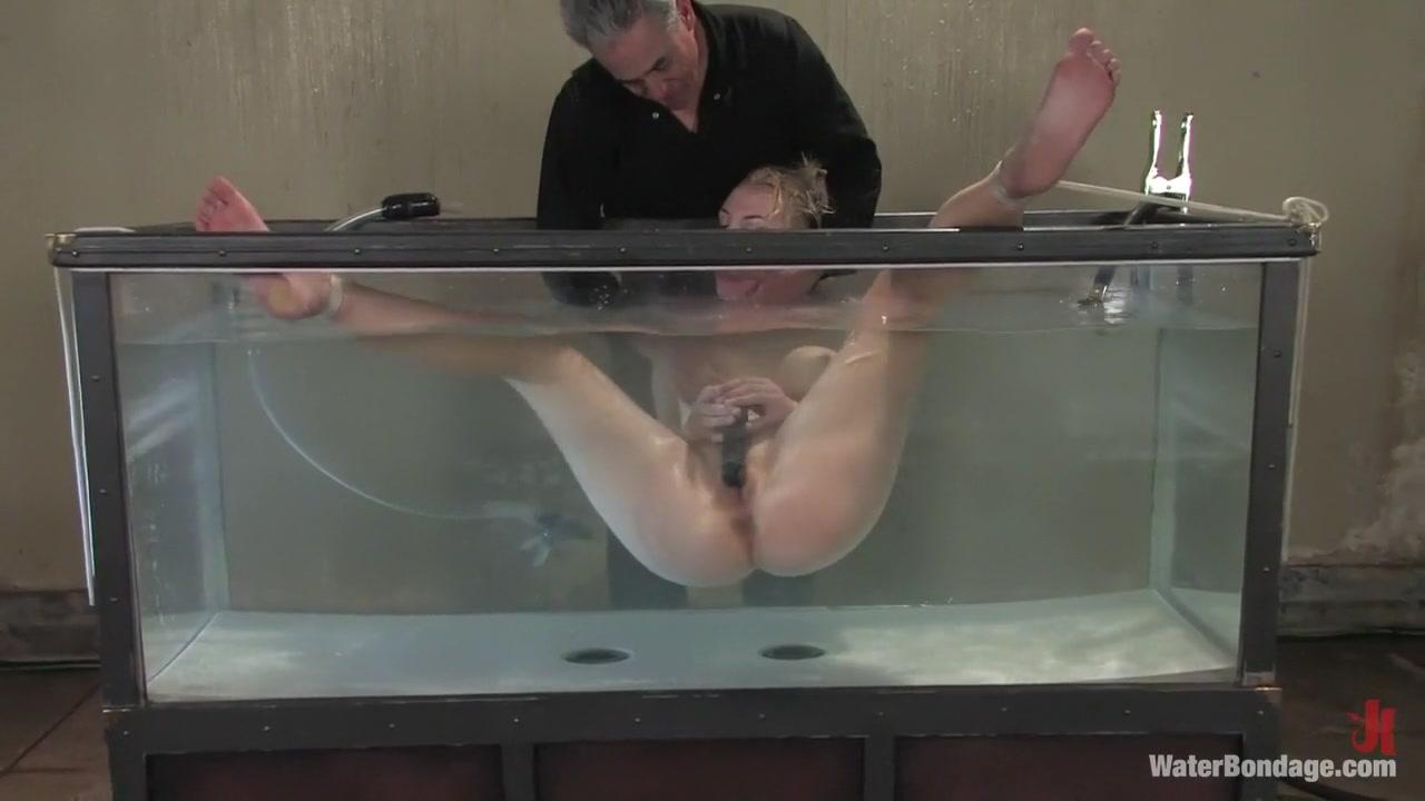 Annette Schwarz in Waterbondage Video Ford galaxy 1044174