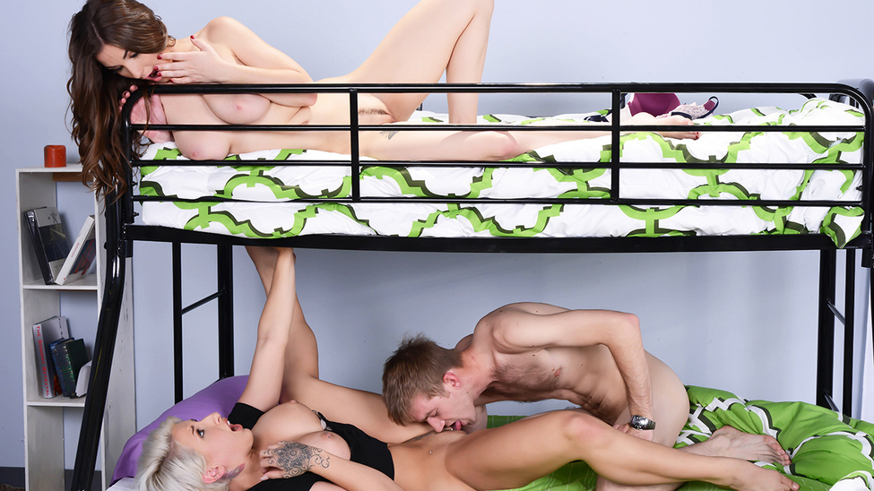 bunk-bed-sex-girl-who-was-chubby-and-naked