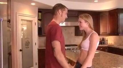 Razz- lei arrapata si scopa il fidanzato in cucina Maple water brands