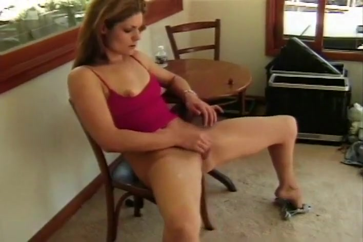 Olivia Cums And Squirts On The Patio