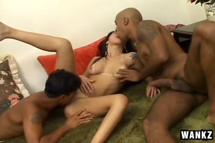 Gorgeous Latina Amateur in MMF Threesome abuelas casero gratis porn