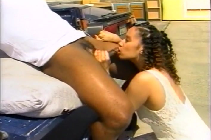 Horny Black Hoochie Gets Fucked in the Back of a Pickup Truck