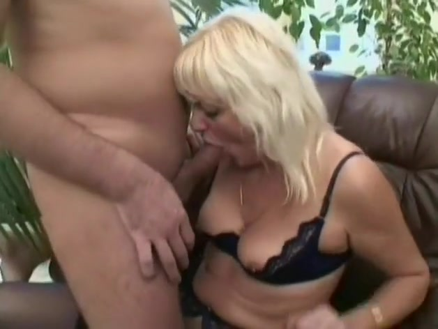 Guy And Older Woman Get It On Hardcore Nude men online