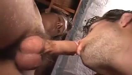 Chicos Grabando Una Escena Tits coiming out of bra gif