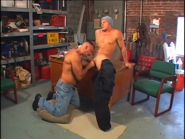 Hot dads in action! Slut gets fisted