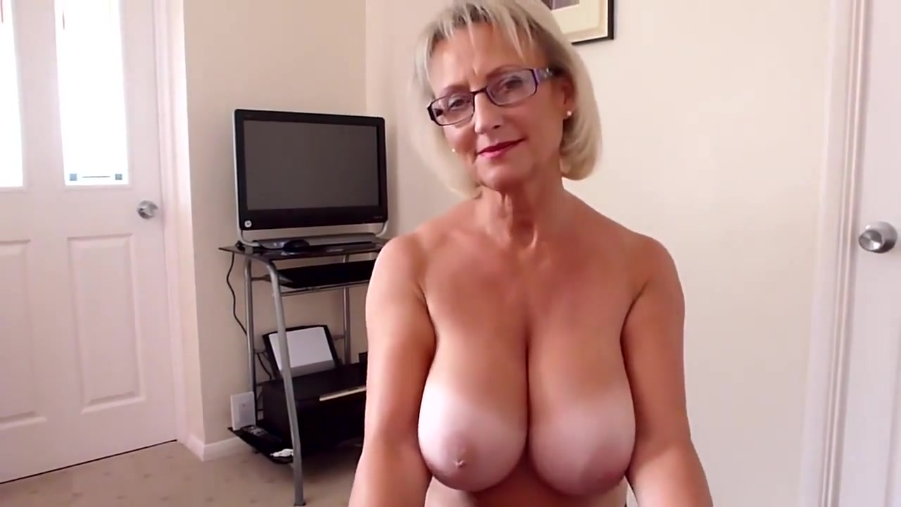 Huge Natural Tits Cougar