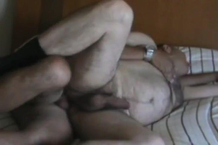 Jugando en la cama lesbian bodybuilders sex scene