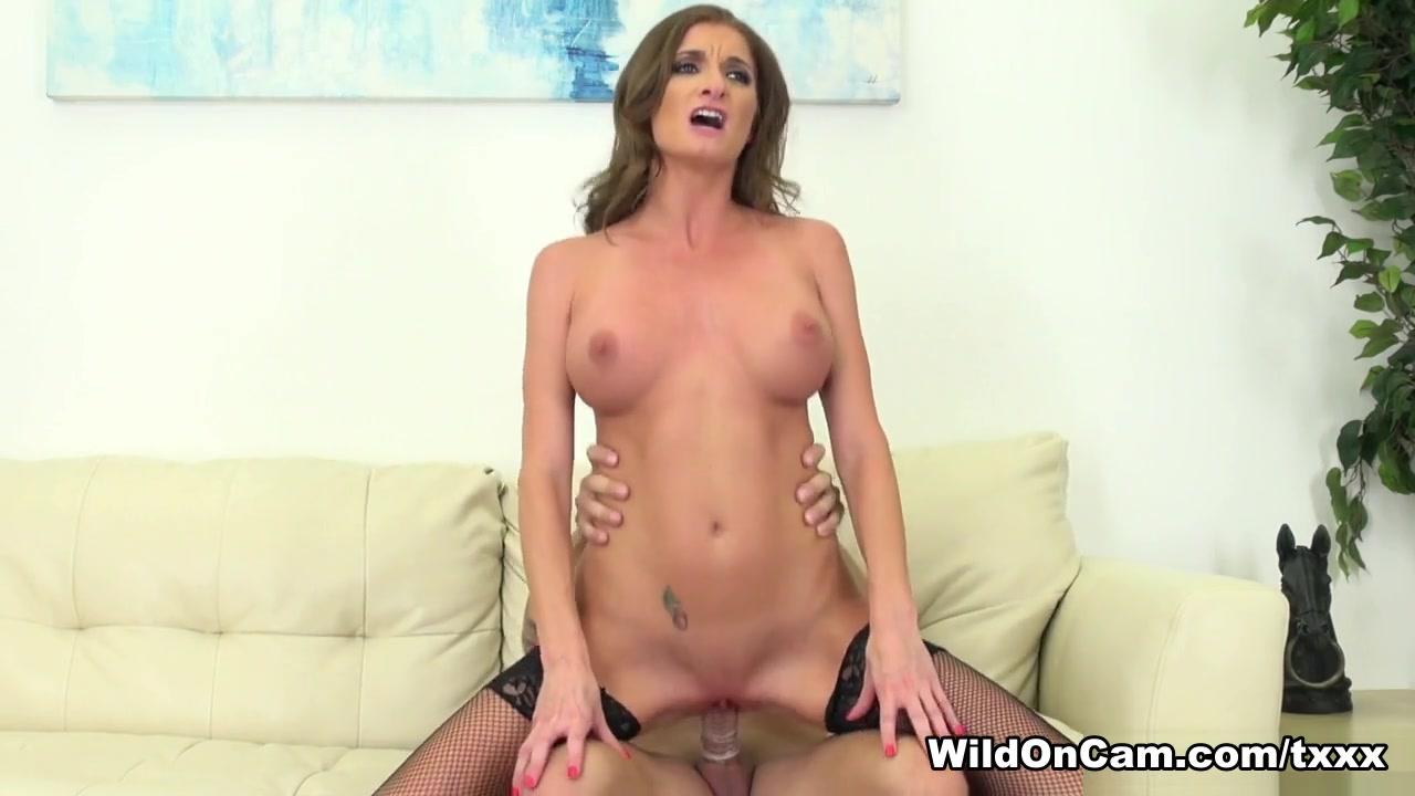 Silvia Saige in Horny MILF Silvia Saige - WildOnCam