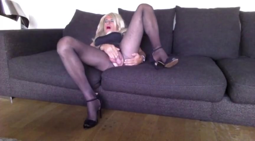 Sexy crossdresser playing on couch Big ass italian masturbate cock outdoor