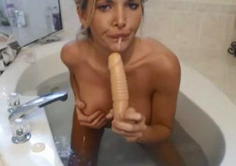 Hot Karissa Shower Time