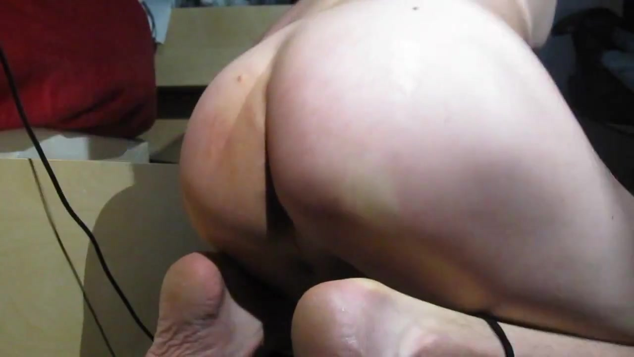 Skinny smooth assplay Dating your employee body