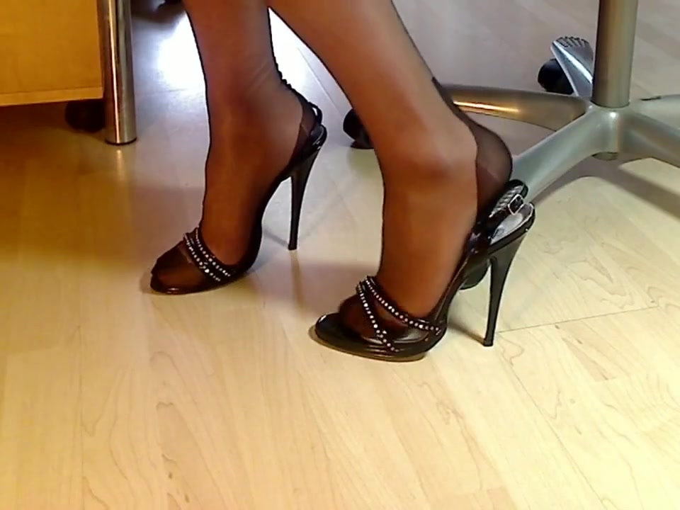 My legs in FF nylons and italian sandals Free Black Mobile Lesbian Porn